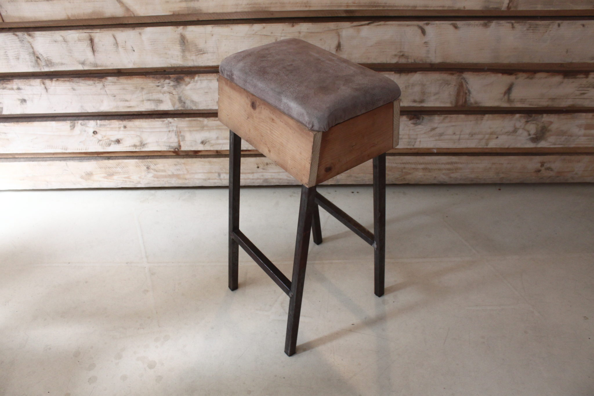 BUCK_BAR_STOOL_INSPIRATED_BY_CHILDREN_SPORT_CURT_BUCK (1)